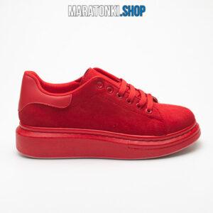 Червени велурени маратонки