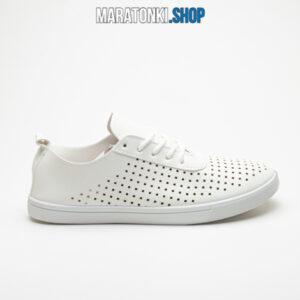 Бели спортни обувки